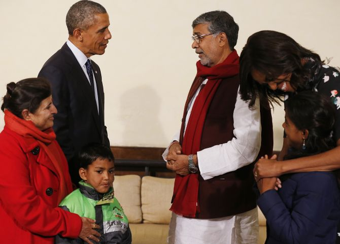 "U.S. President Barack Obama talks with Indian children's rights activist Kailash Satyarthi as they stand with Satyarhi's wife Sumedha (L), children with whom Satyarthi works with, 8-year-old Deepak and 12-year-old Payal Jangid, and first lady Michelle Obama in New Delhi January 27, 2015. Satyarhi, along with Pakistani activist Malala Yousafzai, was awarded the Nobel Peace Prize in 2014 ""for their struggle against the suppression of children and young people and for the rights of all children to education."" REUTERS/Jim Bourg  (INDIA - Tags: POLITICS) - RTR4N2PX"